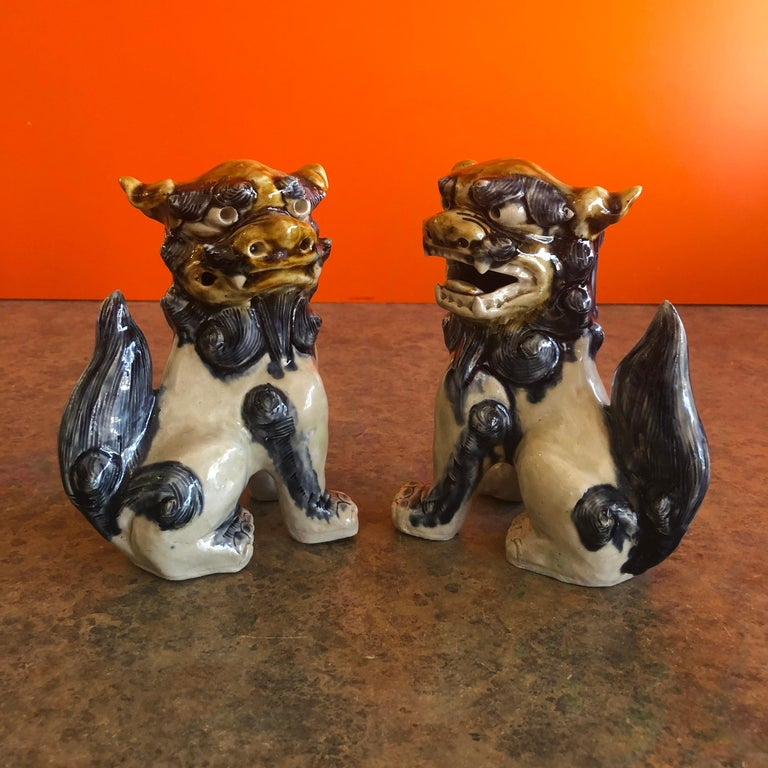 Pair of Midcentury Stoneware Foo Dogs / Bookends For Sale 2