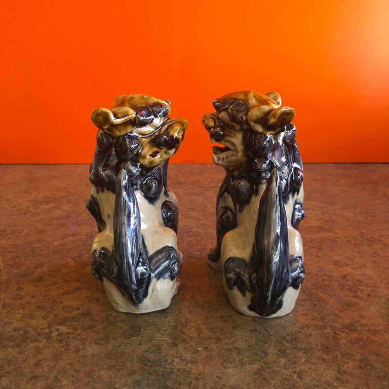 Mid-Century Modern Pair of Midcentury Stoneware Foo Dogs / Bookends For Sale