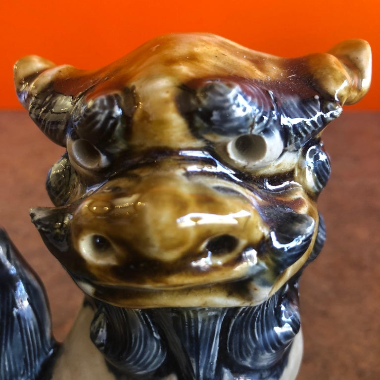 Pair of Midcentury Stoneware Foo Dogs / Bookends For Sale 1
