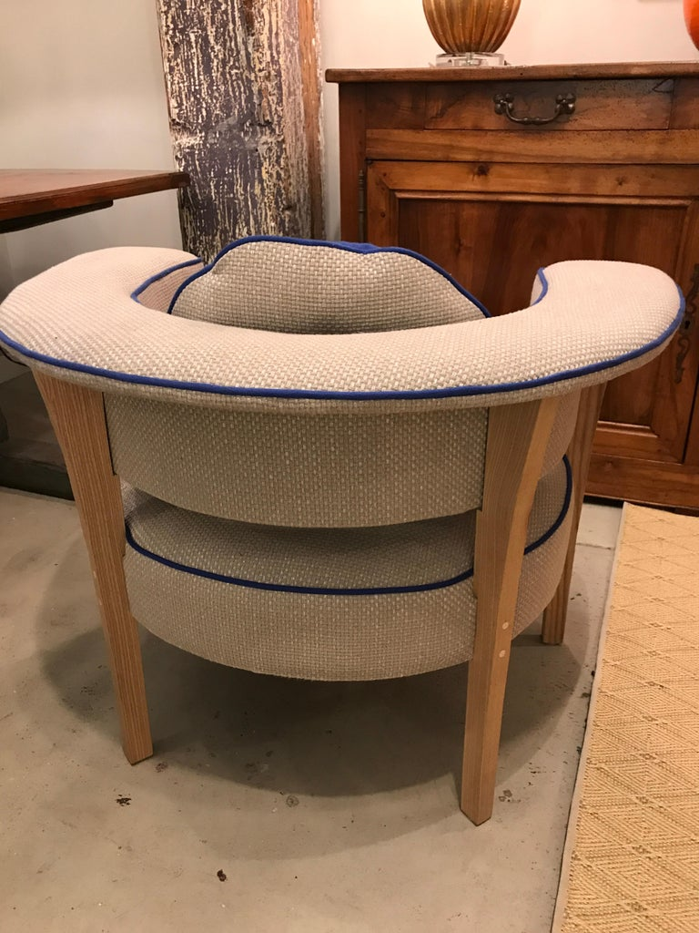 Pair of Midcentury Style Armchairs With Natural Linen and Blue Piping In New Condition For Sale In Middleburg, VA