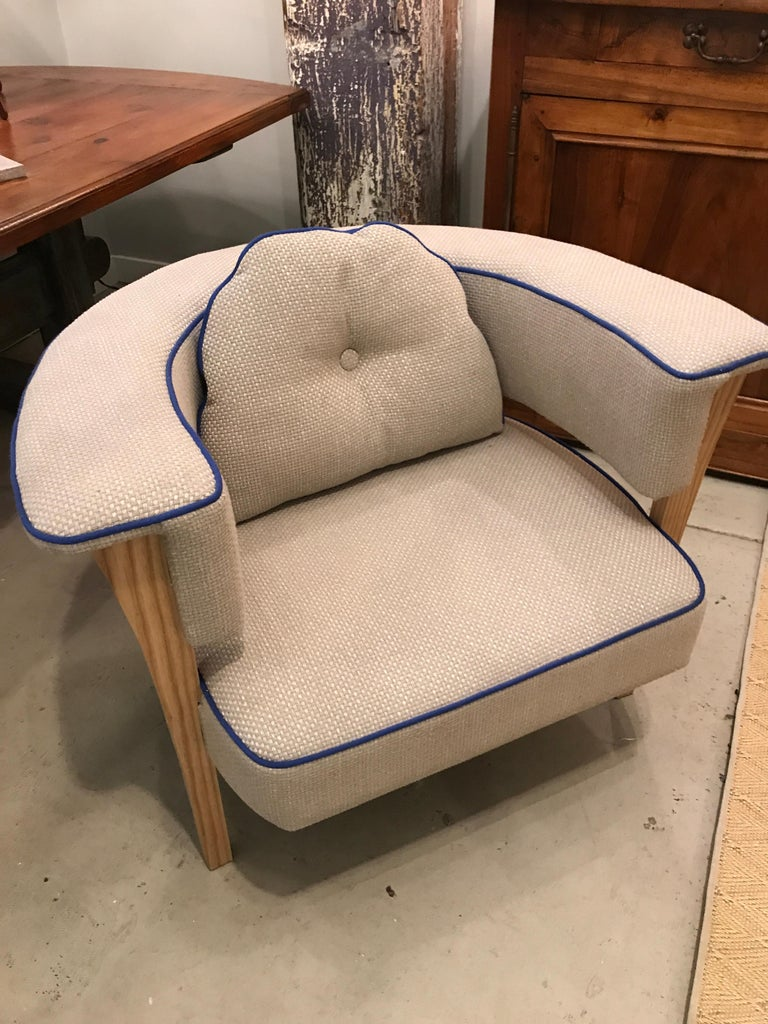 Pair of Midcentury Style Armchairs With Natural Linen and Blue Piping For Sale 2
