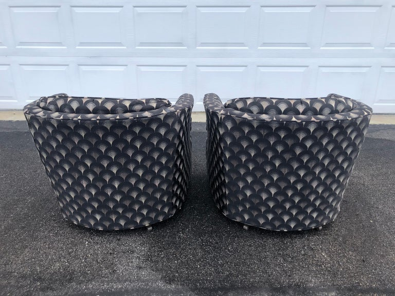 Pair of Mid Century Swivel Club Chairs In Good Condition For Sale In Redding, CT