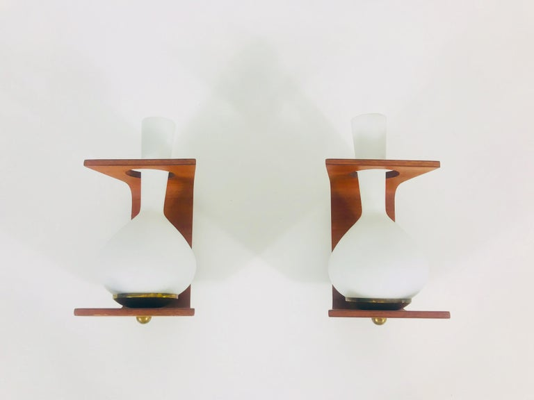 Italian Pair of Midcentury Teak and Opaque Glass Wall Lamps Stilnovo Attributed, Italy For Sale