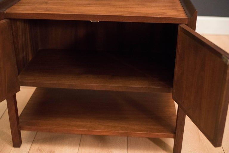 Pair of Mid Century Walnut Nightstands In Good Condition For Sale In San Jose, CA