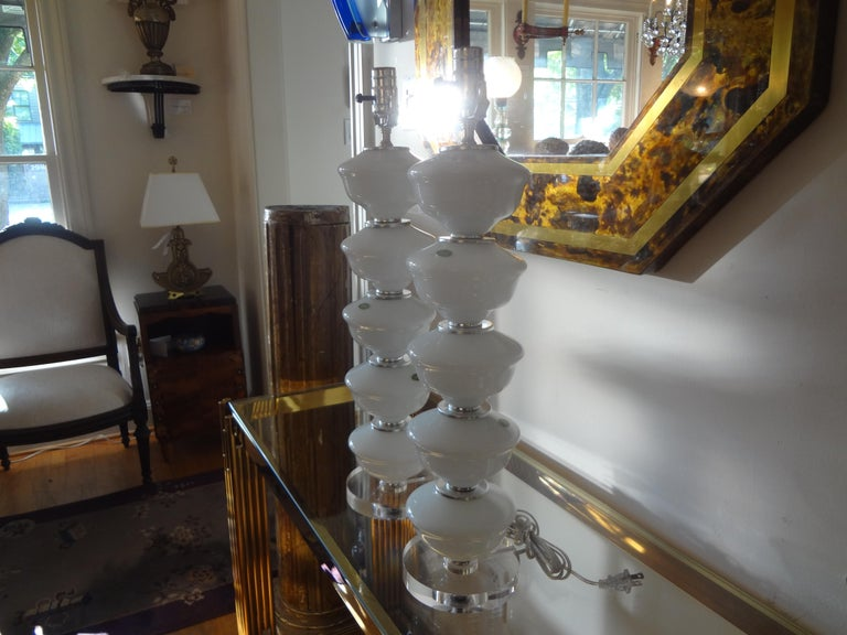 Italian Pair of Midcentury White Murano Glass Lamps For Sale
