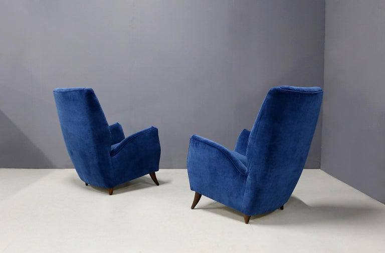 Pair of elegant armchairs attributed to designer Gio Ponti from 1950.