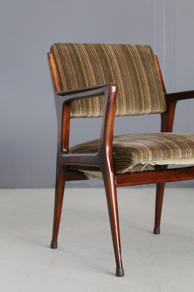 Pair of Midcentury Armchairs Attributed to Gio Ponti in Original Velvet, 1950s In Excellent Condition For Sale In Milano, IT