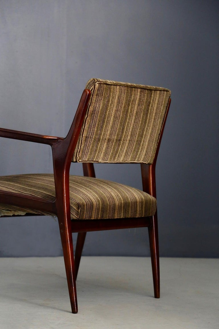 Pair of Midcentury Armchairs Attributed to Gio Ponti in Original Velvet, 1950s For Sale 1