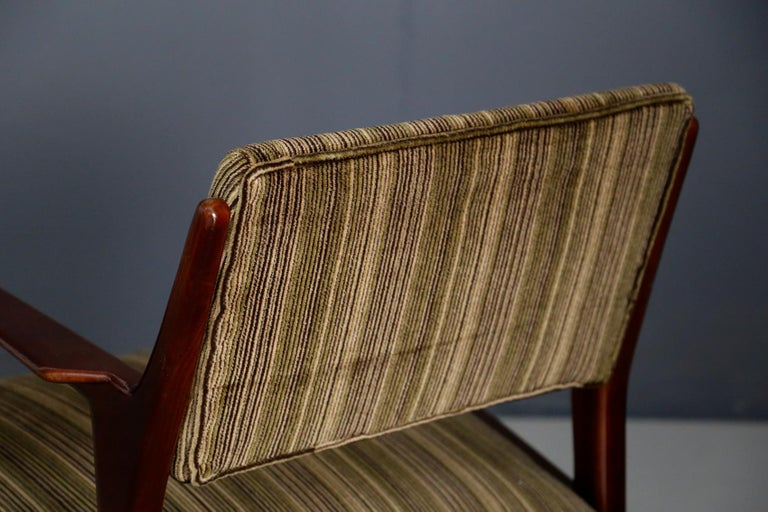 Pair of Midcentury Armchairs Attributed to Gio Ponti in Original Velvet, 1950s For Sale 2