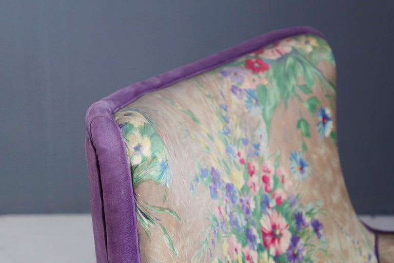 Important pair of beautiful 1950s armchairs attributed to Rito Valla. The pair of armchairs is upholstered with the original fabric of Fede Cheti great designer of the time of fabrics. You can recognize its distinctive flowery print reminiscent of