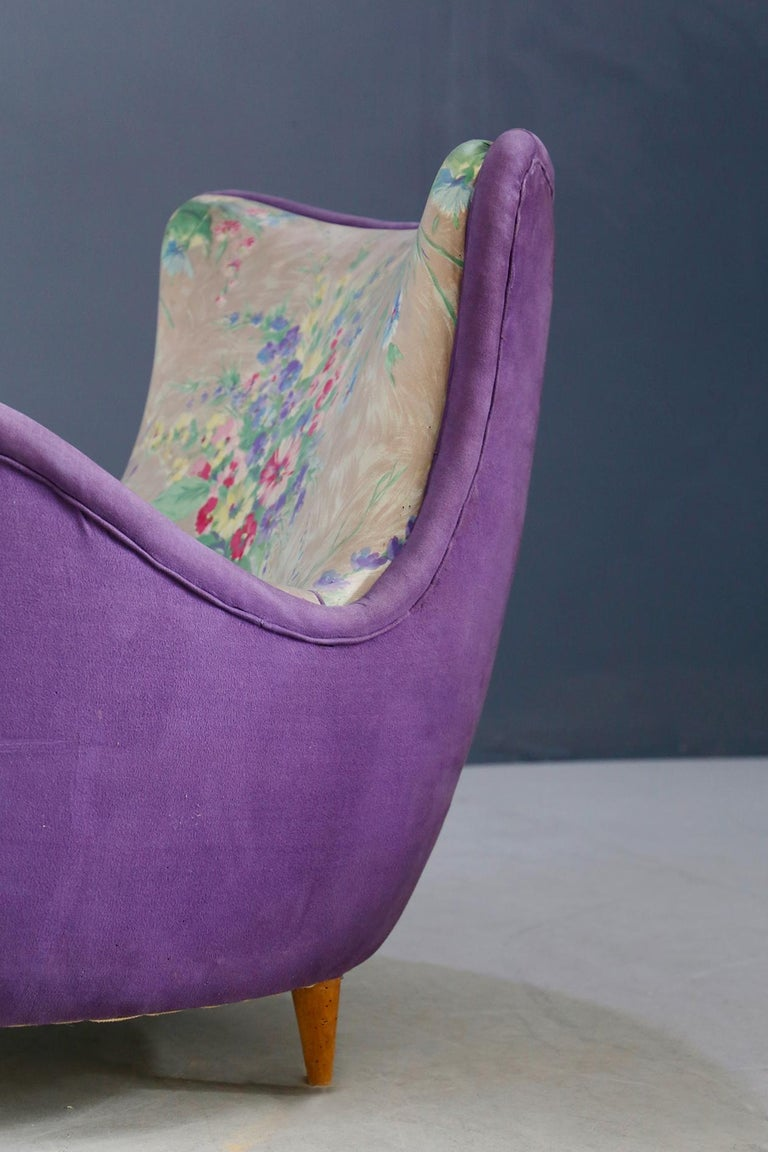 Pair of Midcentury Armchairs Attributed to Rito Valla Fabric Fede Cheti Purple For Sale 2
