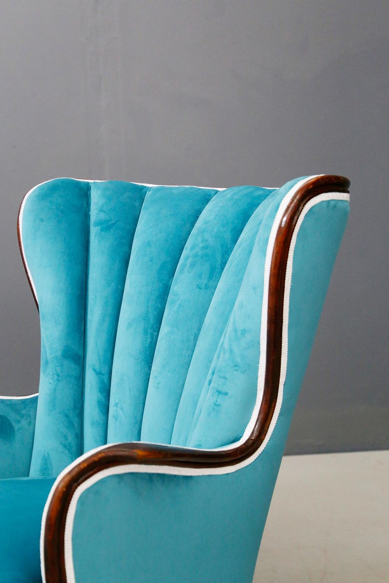 Pair of Midcentury Armchairs Blue Velvet Attributed to Paolo Buffa, 1950s For Sale 4
