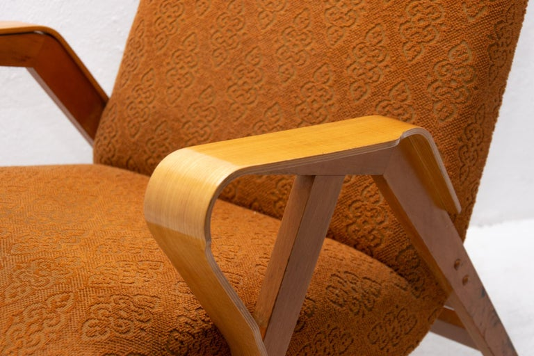 Pair of Midcentury Bentwood Armchairs by František Jirák for Tatra Nábytok For Sale 4