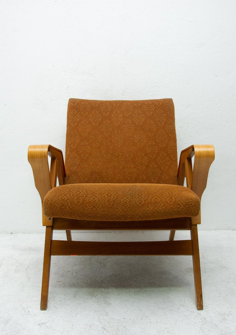 Pair of Midcentury Bentwood Armchairs by František Jirák for Tatra Nábytok In Good Condition For Sale In Prague 8, CZ