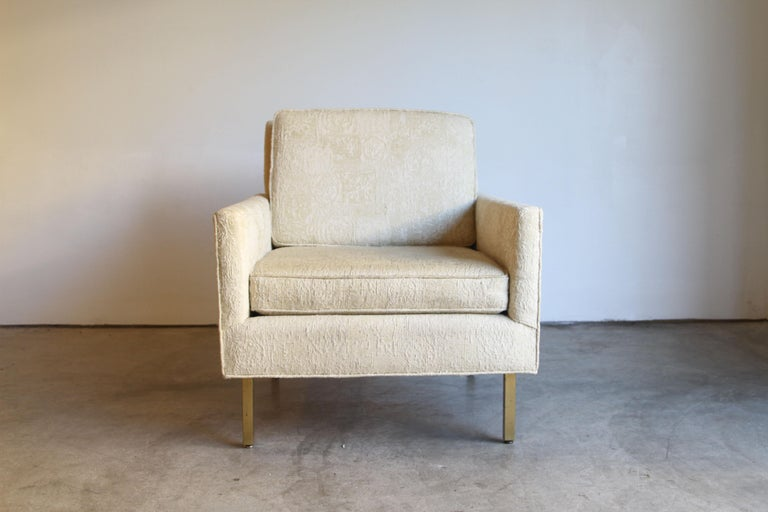 20th Century Pair of Midcentury Brass White Lounge Chairs For Sale