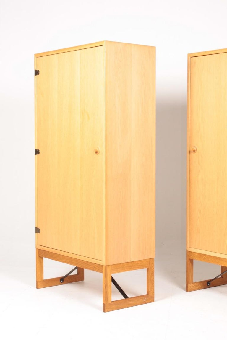 Pair of Midcentury Cabinets in Oak Designed by Børge Mogensen, 1960s For Sale 1