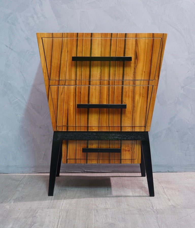 Pair of beautiful bedside tables with a very particular design all refinement and style, made even more eccentric by a very veined cherrywood; night stands in characteristic Italian style of Paolo Buffa, Vittorio Dassi and Osvaldo Borsani. This