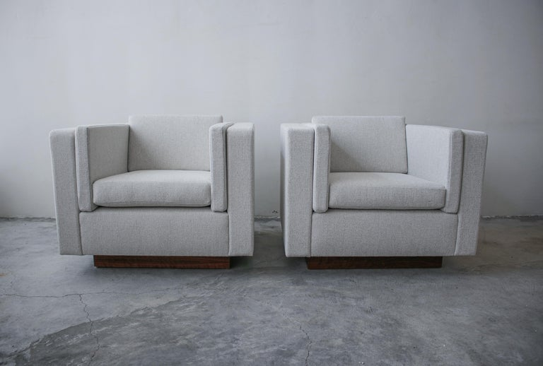 Pair of Midcentury Cube Lounge Chairs In Excellent Condition For Sale In Las Vegas, NV