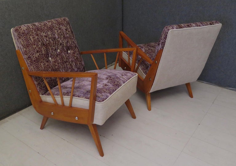 Pair of Midcentury Embroidered Velvet and Light Wood Italian Armchairs, 1950 For Sale 10