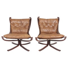 Pair of Midcentury Falcon Chairs in Patinated Leather by Sigurd Resell