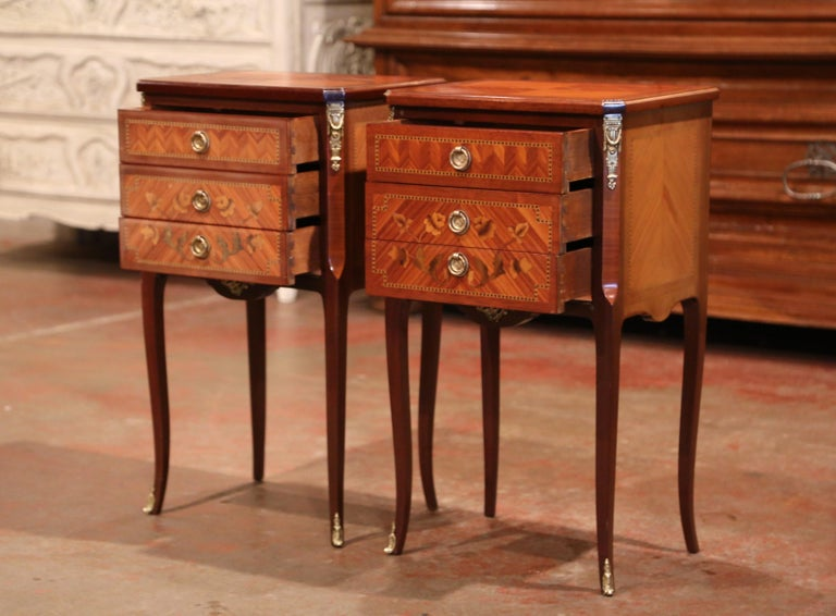 Pair of Midcentury French Louis XV Walnut Inlay and Marquetry Bedside Tables For Sale 3