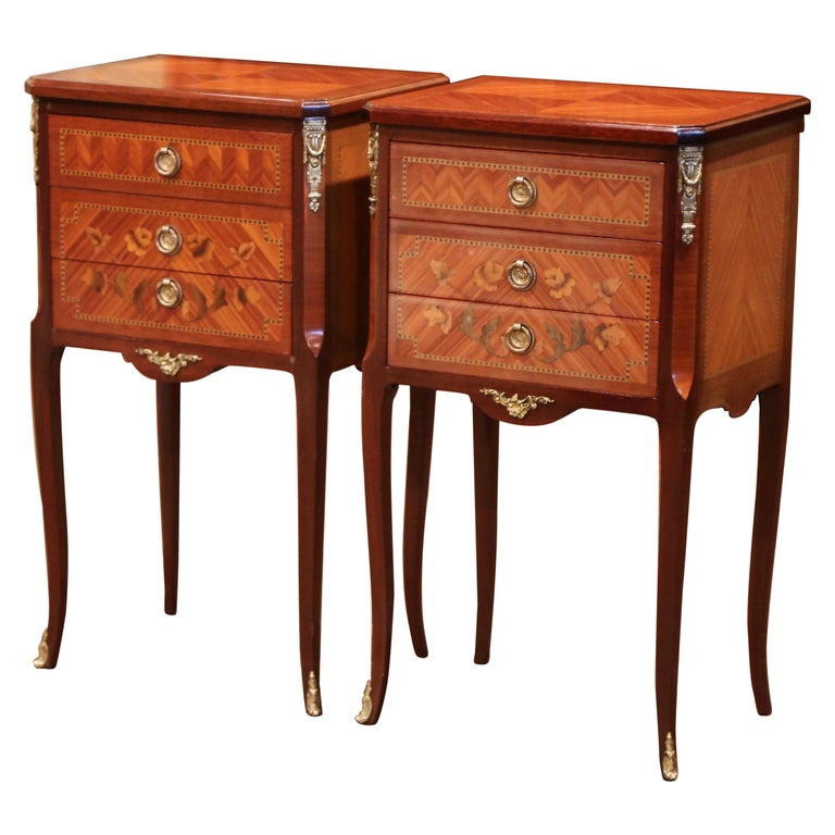 Pair of Midcentury French Louis XV Walnut Inlay and Marquetry Bedside Tables For Sale