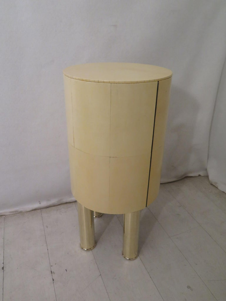 Pair of Midcentury Goat Skin and Brass Italian Nightstands, 1950 For Sale 8