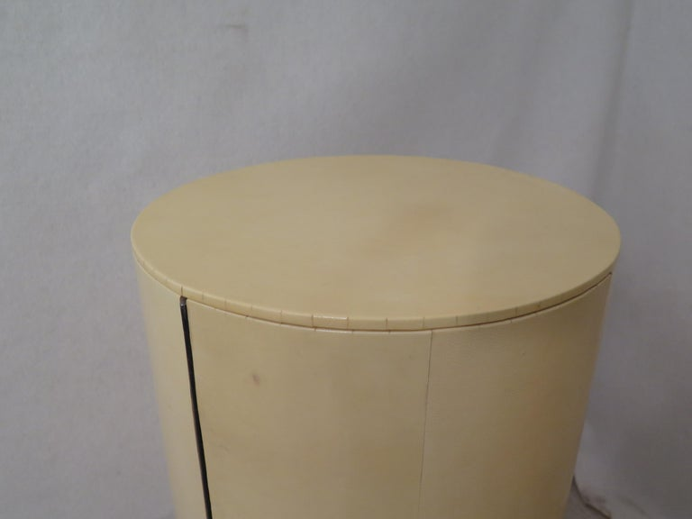 Pair of Midcentury Goat Skin and Brass Italian Nightstands, 1950 For Sale 12