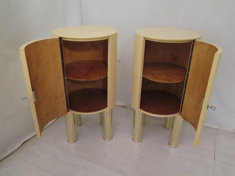 Pair of Midcentury Goat Skin and Brass Italian Nightstands, 1950 In Excellent Condition For Sale In Rome, IT
