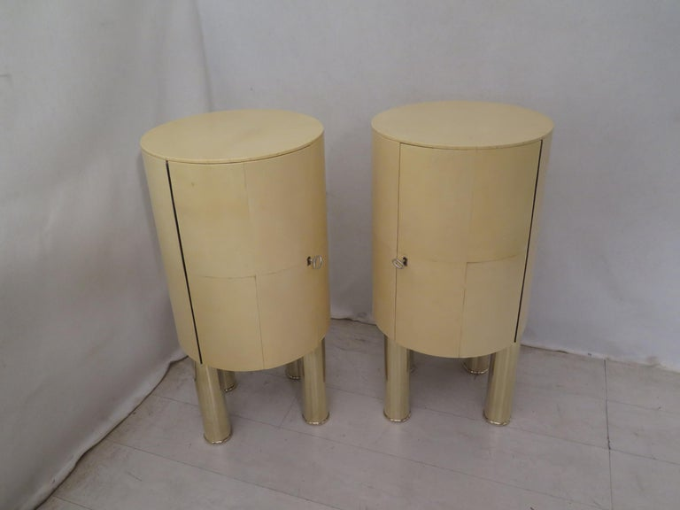 Pair of Midcentury Goat Skin and Brass Italian Nightstands, 1950 For Sale 1