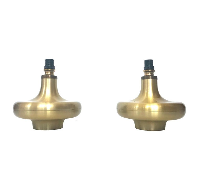 Charming and lovely set of two Spanish table lamps. These table lamps were made during the 1970s in Barcelona, (Spain). Each table lamp is composed golden brass structure. Each table lamp is equipped with one light sockets (E14). A professional