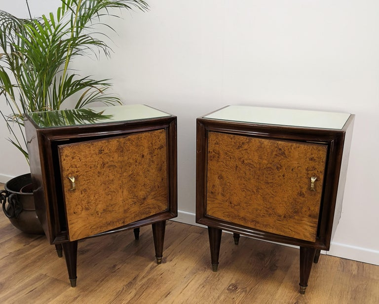 Very elegant and refined Italian 1950s Mid-Century Modern, neoclassical, in typical Art Deco design, pair of bedside tables with briar root wood front door, mirror top and brass details such as the 2 handles and the 4 footends. Those pieces, in the