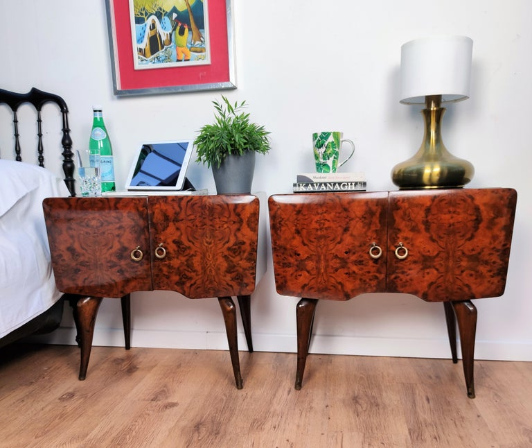 Very elegant and refined Italian 1950s Mid-Century Modern, neoclassical, in typical Art Deco design, pair of bedside tables with burl walnut briar wood double front door, black lacquered glass top and brass details such as the handles and the foot