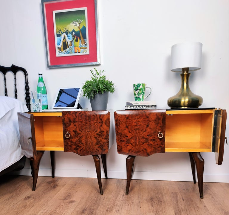 20th Century Pair of Midcentury Italian Art Deco Nightstands Bedside Tables Burl Brass Glass For Sale