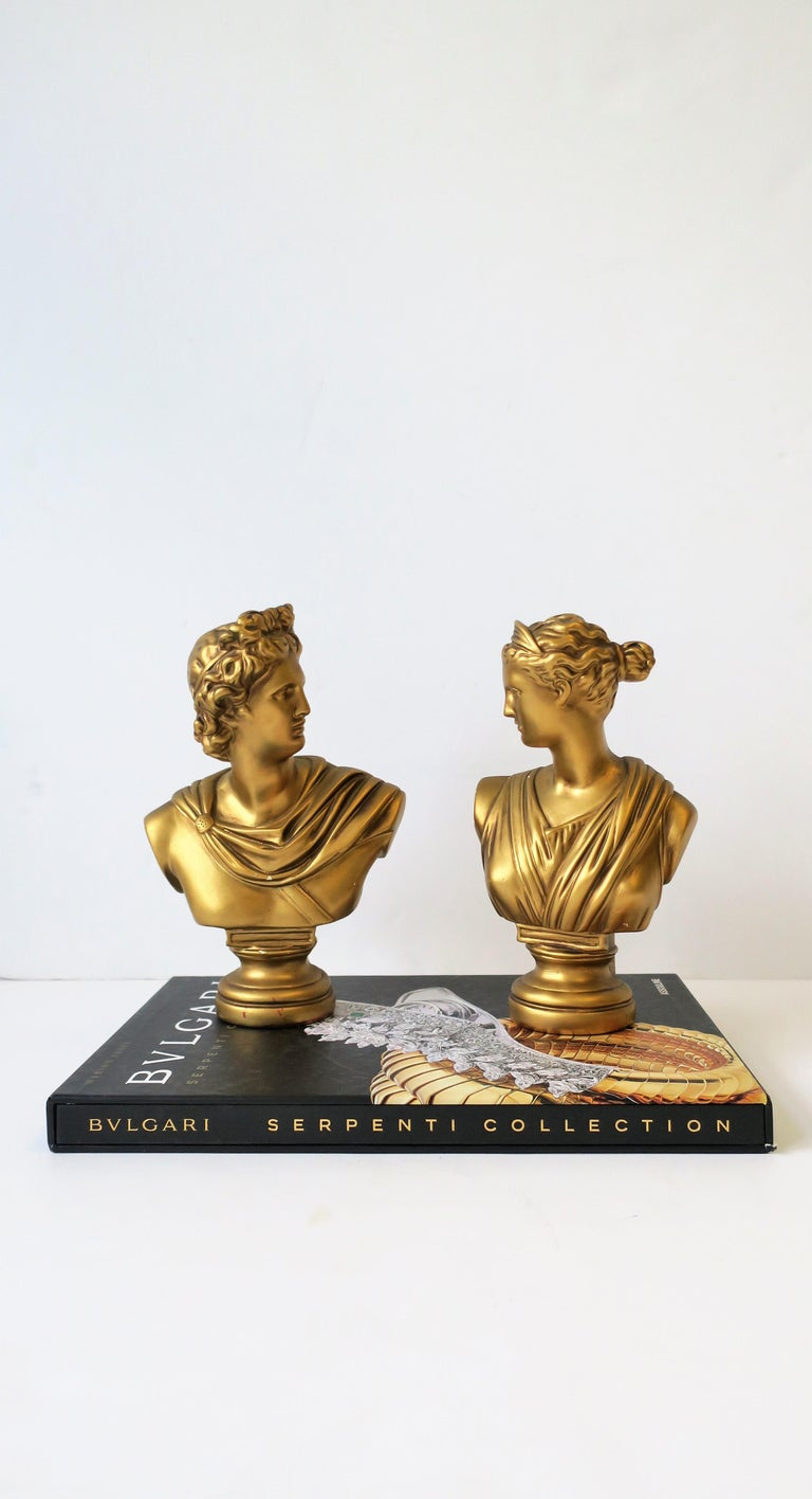 Polychromed Pair of Midcentury Italian Gold Plaster Classic Roman Bust Sculptures For Sale
