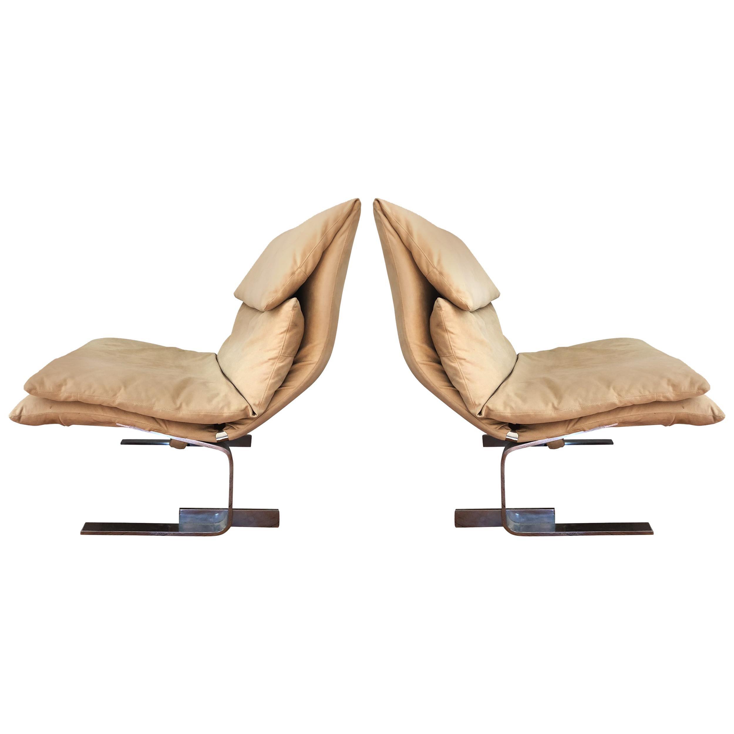 Pair of Midcentury Italian Modern Onda Slipper Lounge Chairs by Saporiti