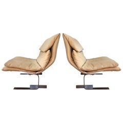 Pair of Midcentury Italian Modern Onda Slipper Lounge Chairs by Saporiti