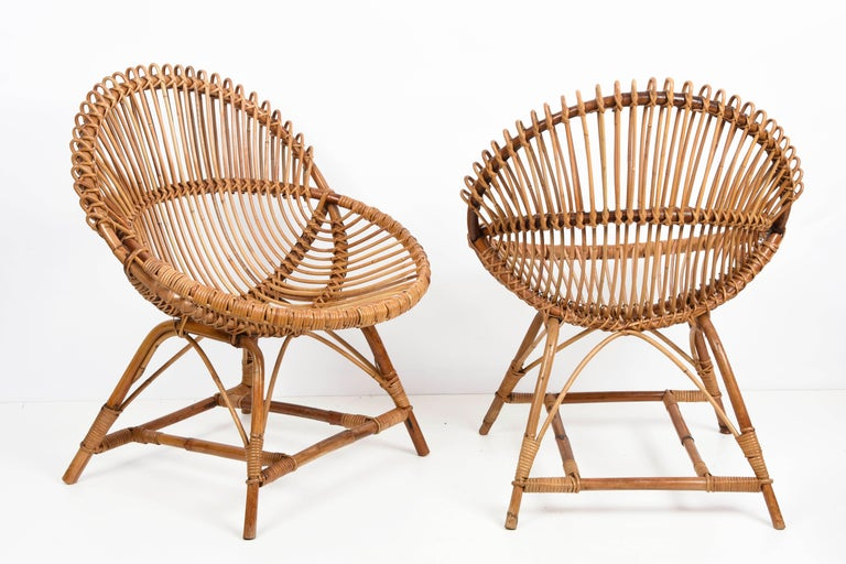 Mid-Century Modern Pair of Midcentury Italian Rattan and Metal Shell-Shaped Armchairs, Italy, 1950s For Sale