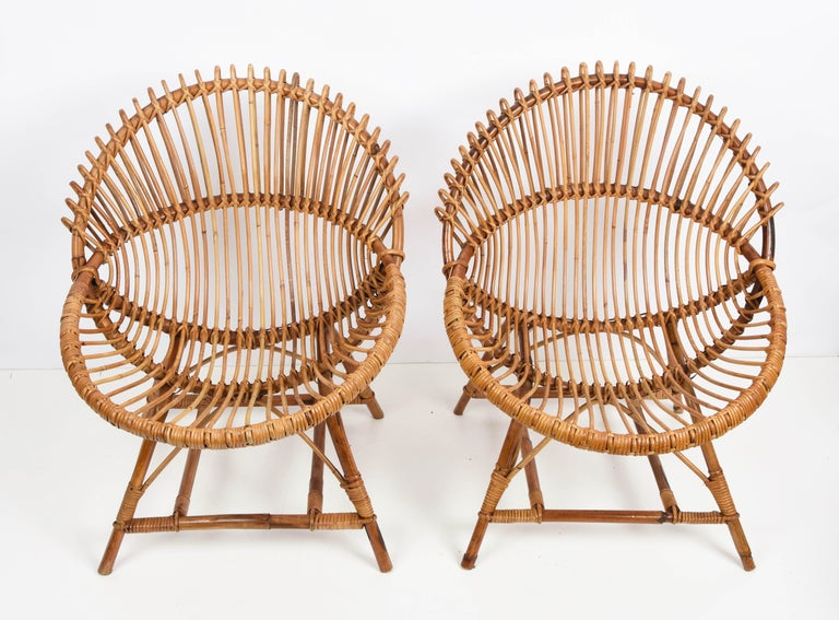 Pair of Midcentury Italian Rattan and Metal Shell-Shaped Armchairs, Italy, 1950s In Good Condition For Sale In Roma, IT