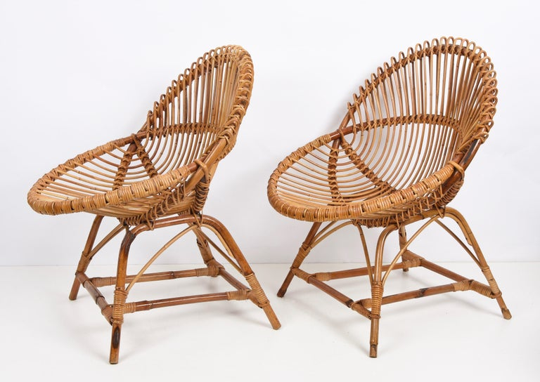 Mid-20th Century Pair of Midcentury Italian Rattan and Metal Shell-Shaped Armchairs, Italy, 1950s For Sale
