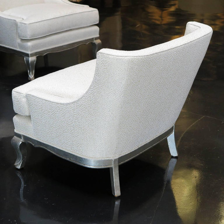 Mid-Century Modern Pair of Midcentury Ivory Linen and Silk Lounge Chairs, USA, circa 1950s For Sale