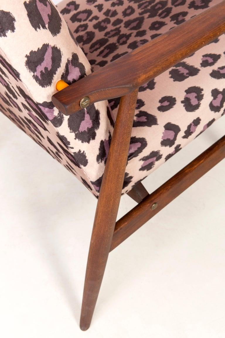 Pair of Midcentury Leopard Print Velvet Dante Armchairs, H. Lis, 1960s For Sale 3