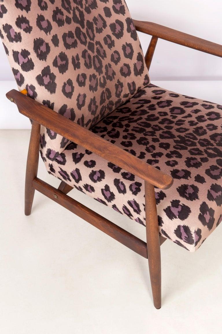 Pair of Midcentury Leopard Print Velvet Dante Armchairs, H. Lis, 1960s For Sale 1
