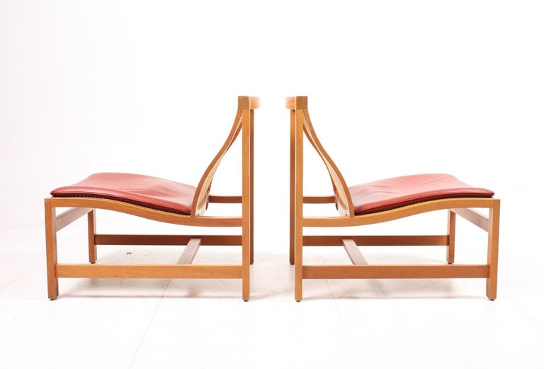 Scandinavian Modern Pair of Midcentury Lounge Chairs by in Beech and Patinated Leather, Danish For Sale