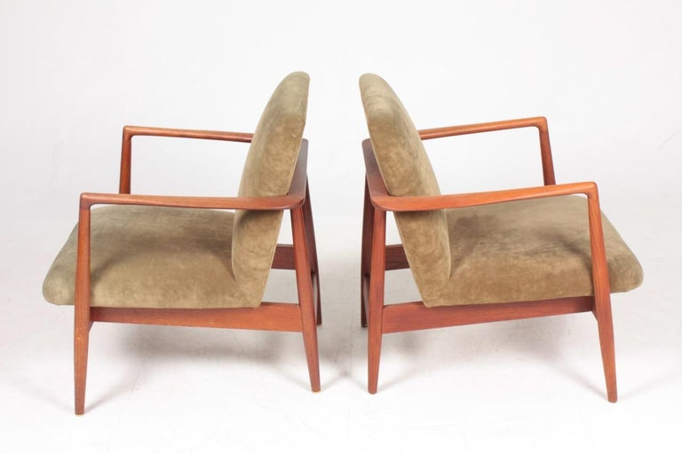 Pair of Midcentury Lounge Chairs in Teak and Velvet by C.B Hansen, 1950s In Good Condition For Sale In Lejre, DK
