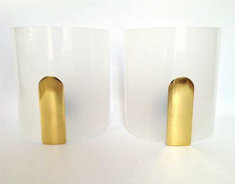 Mid-Century Modern Pair of Midcentury Lucite and Brass Wall Sconces by Metalarte, 1980s For Sale