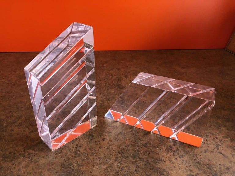 Pair of Midcentury Lucite Bookends by Astrolite In Excellent Condition For Sale In San Diego, CA
