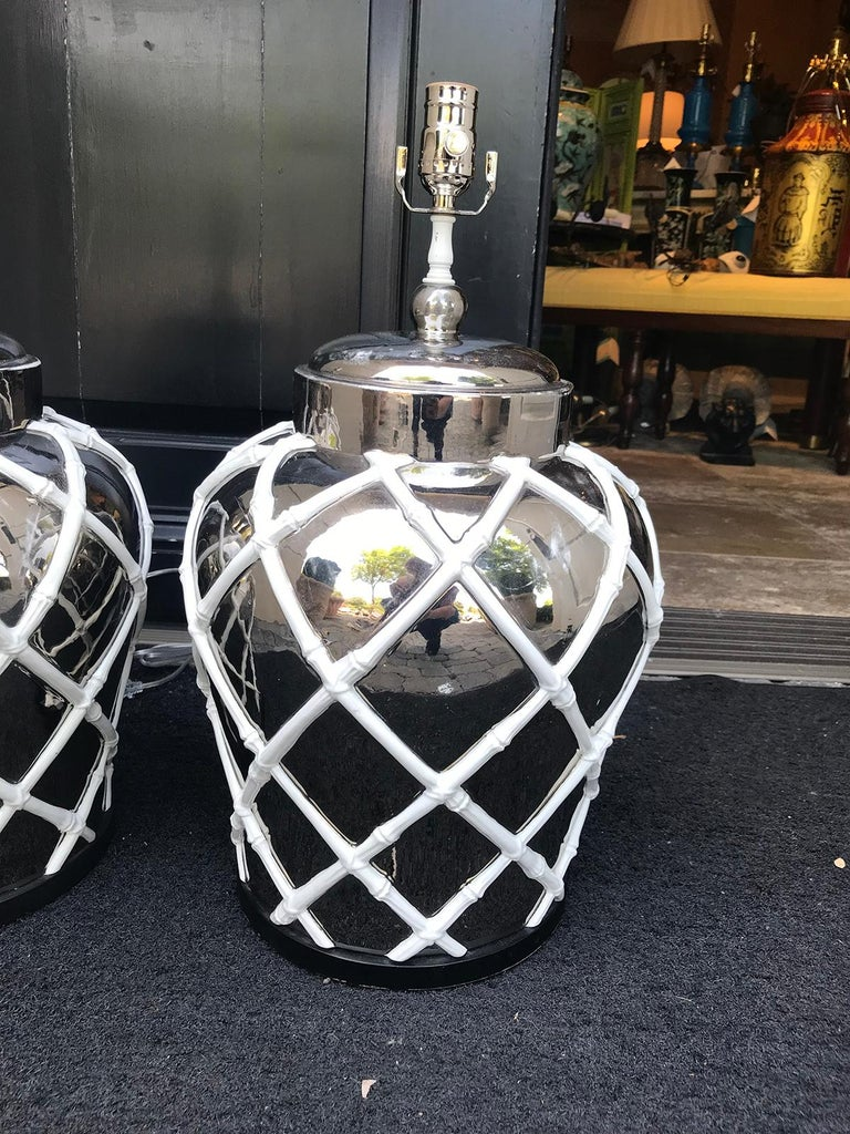 Pair of Mid-20th Century Mercury Glass Lamps with Faux Bamboo Lattice For Sale 4
