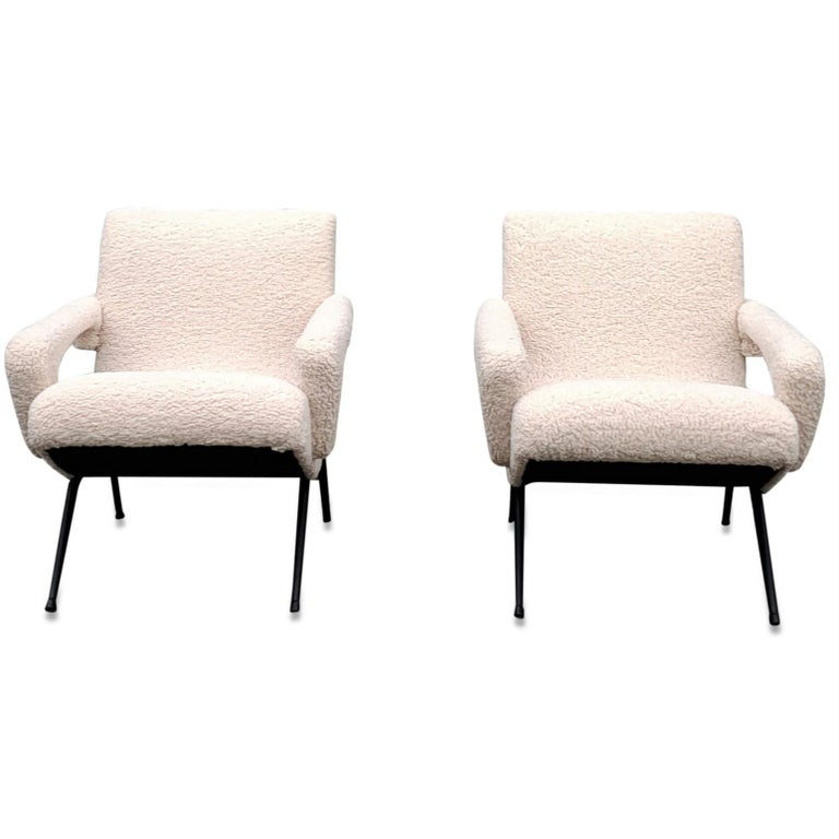 French Pair of Mid-Century Modern Compact Armchairs in White Bouclette, France, 1950s For Sale
