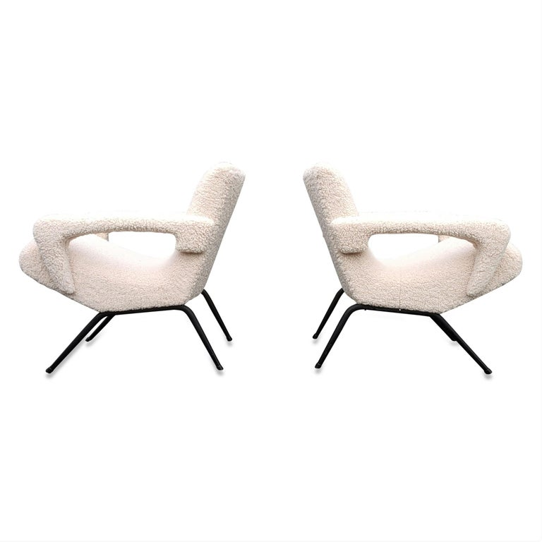 Pair of Mid-Century Modern Compact Armchairs in White Bouclette, France, 1950s In Excellent Condition For Sale In New York, NY